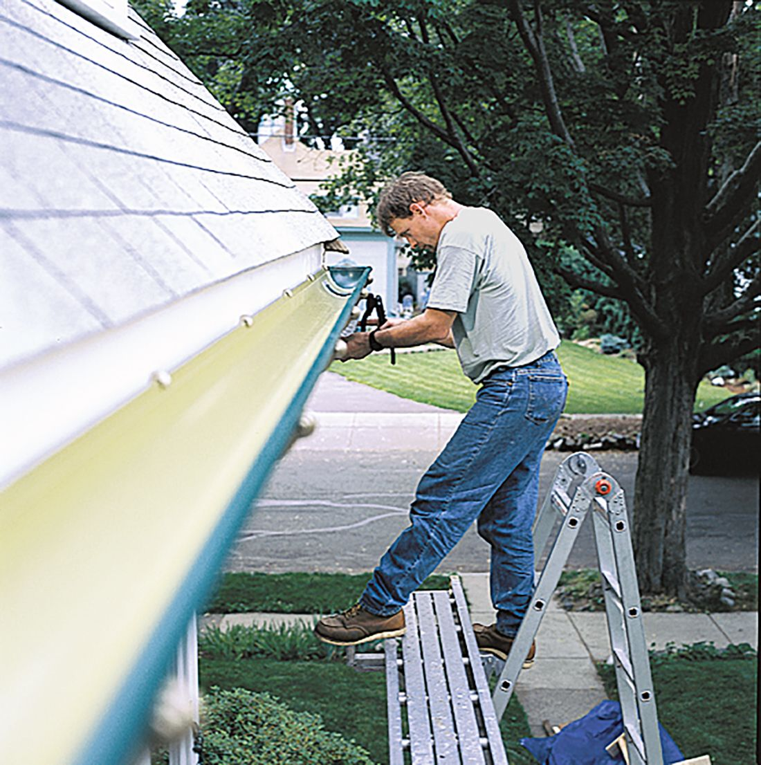 how to install rain gutters on house
