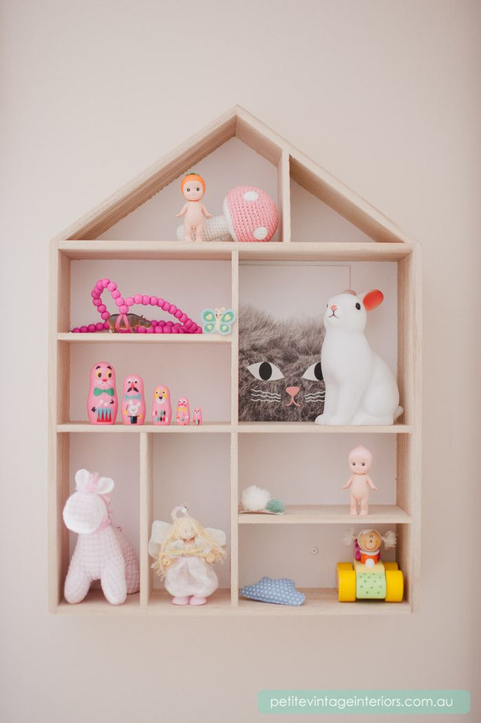 Cute styling of this shelf for a little girls' room.
