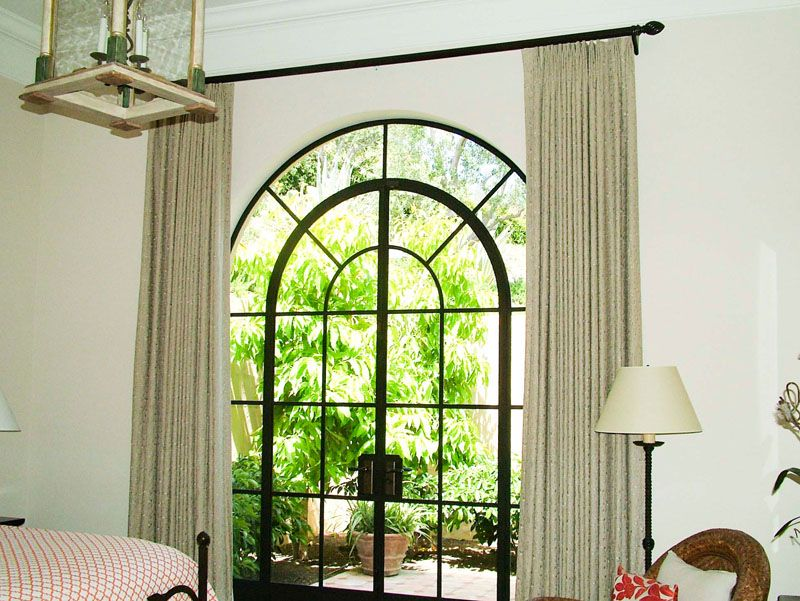 Closing Drapes On A Traversing Wood Pole This Type Of