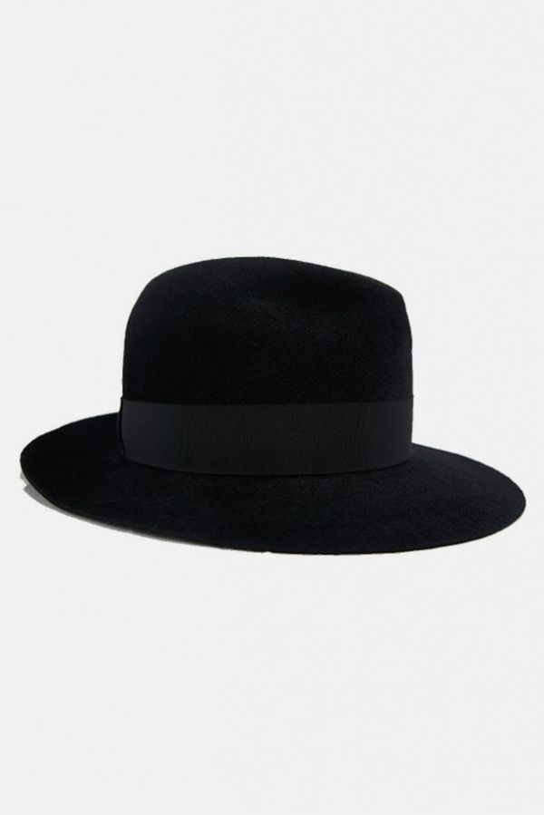 Felted rabbit tophat featuring a grossgrain hat band with a bow accent at the back. tonal stitching and grossgrain browband.   - color: black   - rabbing fur cotton   - style #: htr5 la-1084   - made in japan