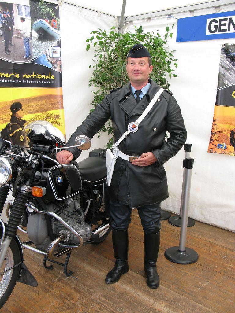 motard gendarmerie tenue cuir ancienne policepics tags leather uniform bmw bottes motard. Black Bedroom Furniture Sets. Home Design Ideas
