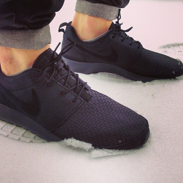men's nike roshe run woven outfits