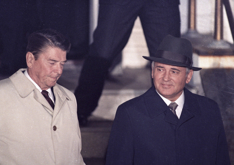 Cold War Ronald Reagan And Soviet Leader Mikhail Gorbachev Meet