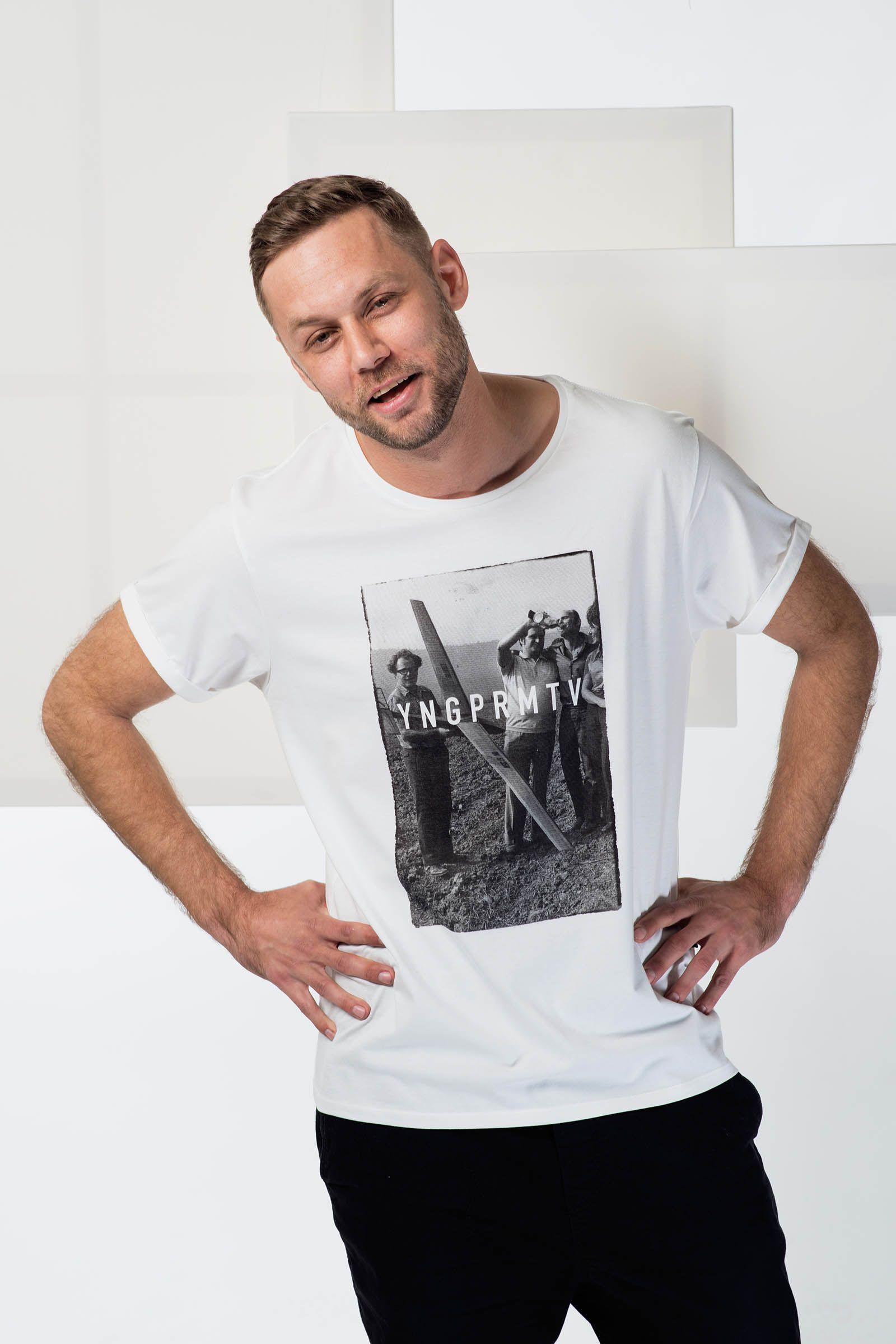 d6d685ac1e0 Be social   Pánská trička Youngprimitive. Originální tričko pro kluky.