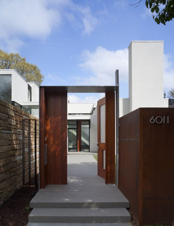 Modern suburban house gate designs ideas david jameson for Modern house gate designs