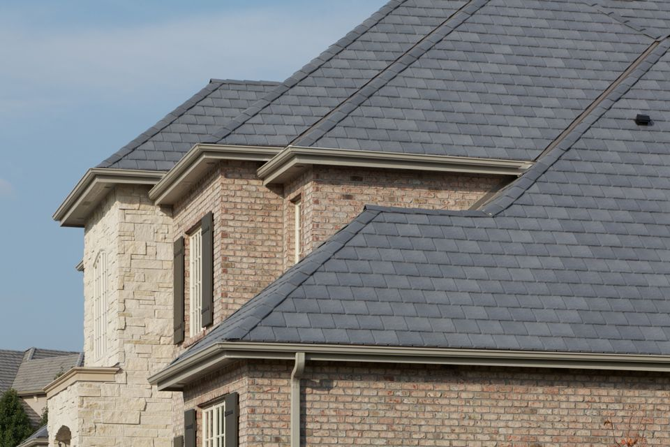 Simulated Slate Roofing Beats Real Slate Davinci Roofscapes Shake Roof Slate Roof Roofing