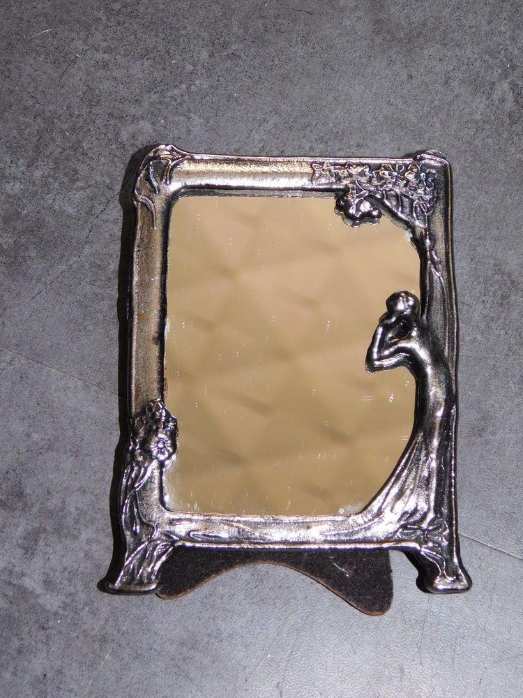D tails sur petit miroir en metal argente femme se for Petit miroir deco