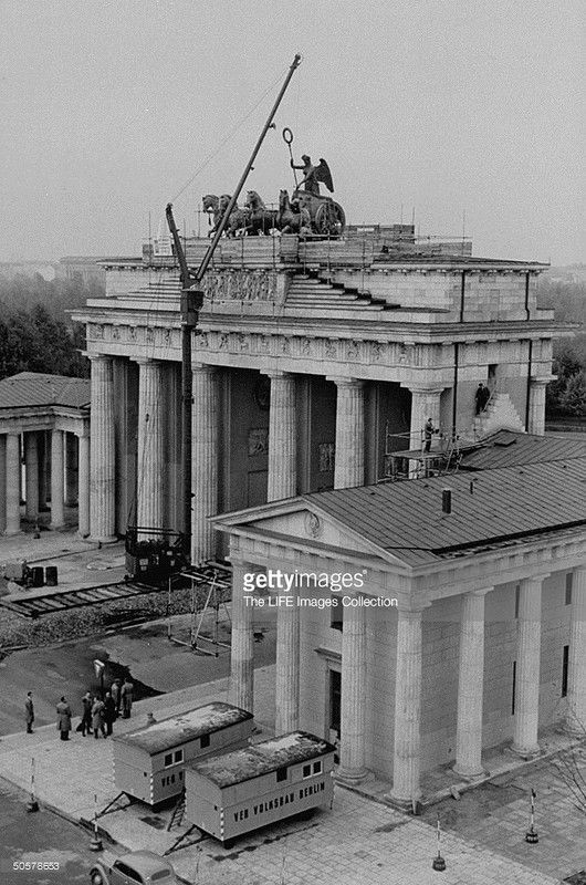 Reconstruction Of The Statue Of The Brandenburg Gate Brandenburg Gate Europe Buildings West Berlin