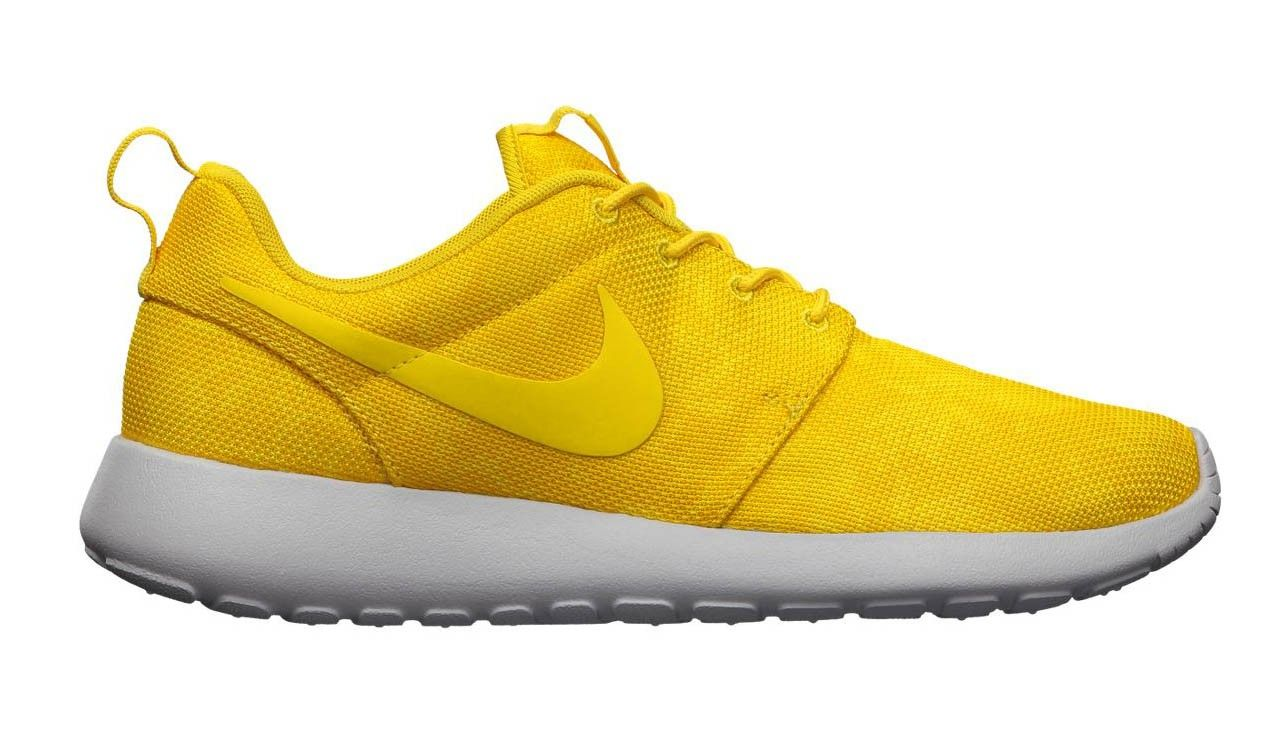 huge selection of 02187 a12b1 Nike Roshe Run Floral Graphic Dames Sneakers Running Geel,Fashion sneakers  has a popular color.