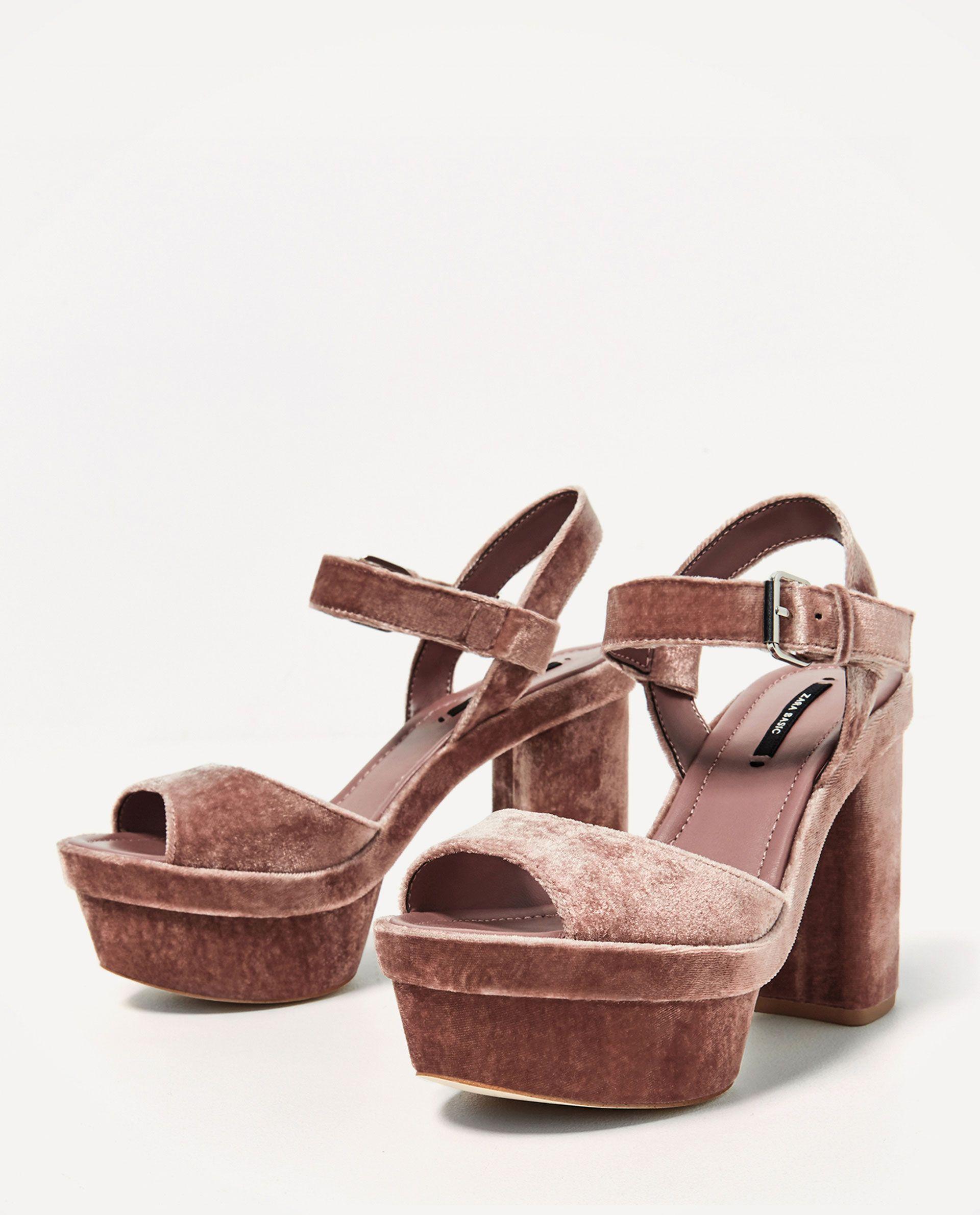 71078d51 SANDALIA PLATAFORMA TERCIOPELO de Zara   plstaformas y zapatos bjos ...