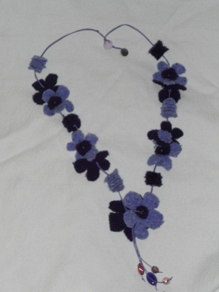 cieco stile classico a buon mercato Collana fiori di stoffa   Collane, Collana di feltro e Fiori di stoffa