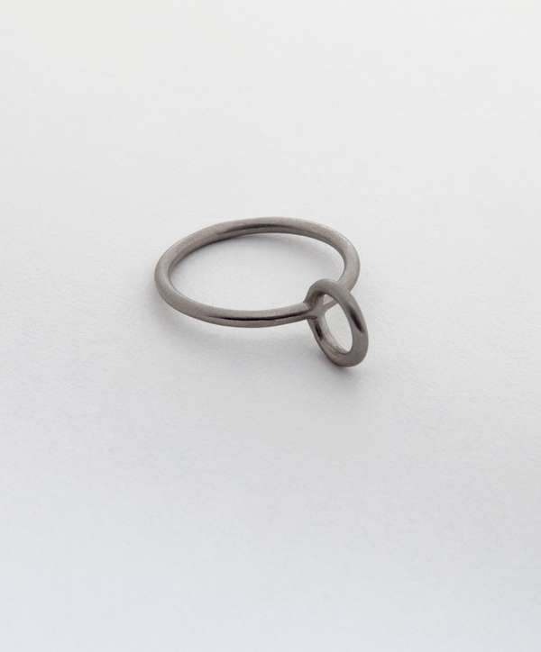 The Still House Engagement Rings Are And Minimally Pleasing Weddings Trendhunter