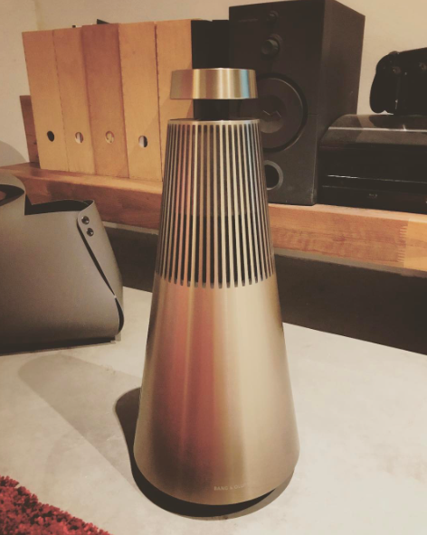 Cool shot of the BeoSound 2 in brass! Thank you @ traisoon for sharing your photo on Instagram.
