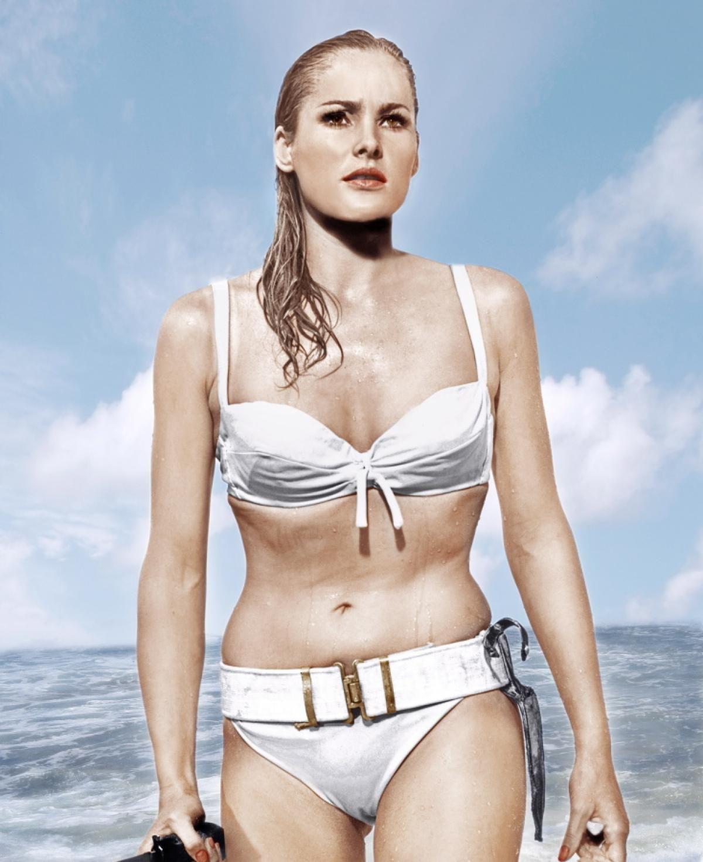 Ursula Andress, 1962 - Photos - History of the bikini ...