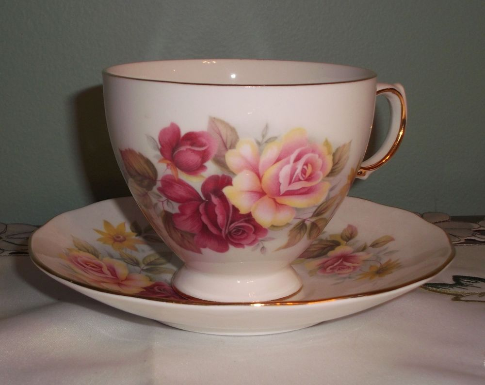 Queen Anne Bone China England Red and Yellow Roses Teacup /& Saucer