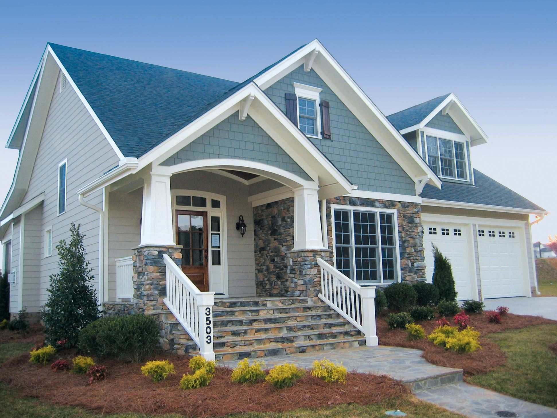 Average size and functional cute home with front porch for Cute front porches