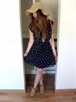 Vestido azul oscuro con botines