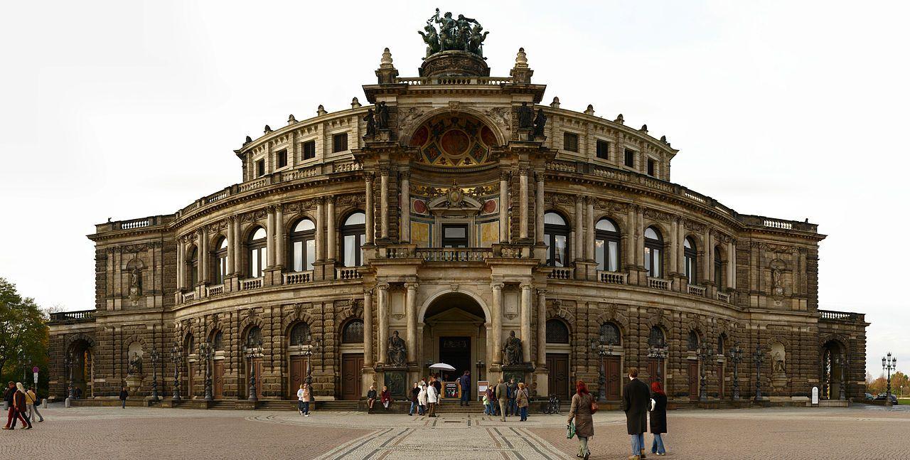 L Opera Semperoper De Dresde Gottfried Semper Baroque Architecture Architecture Dresden