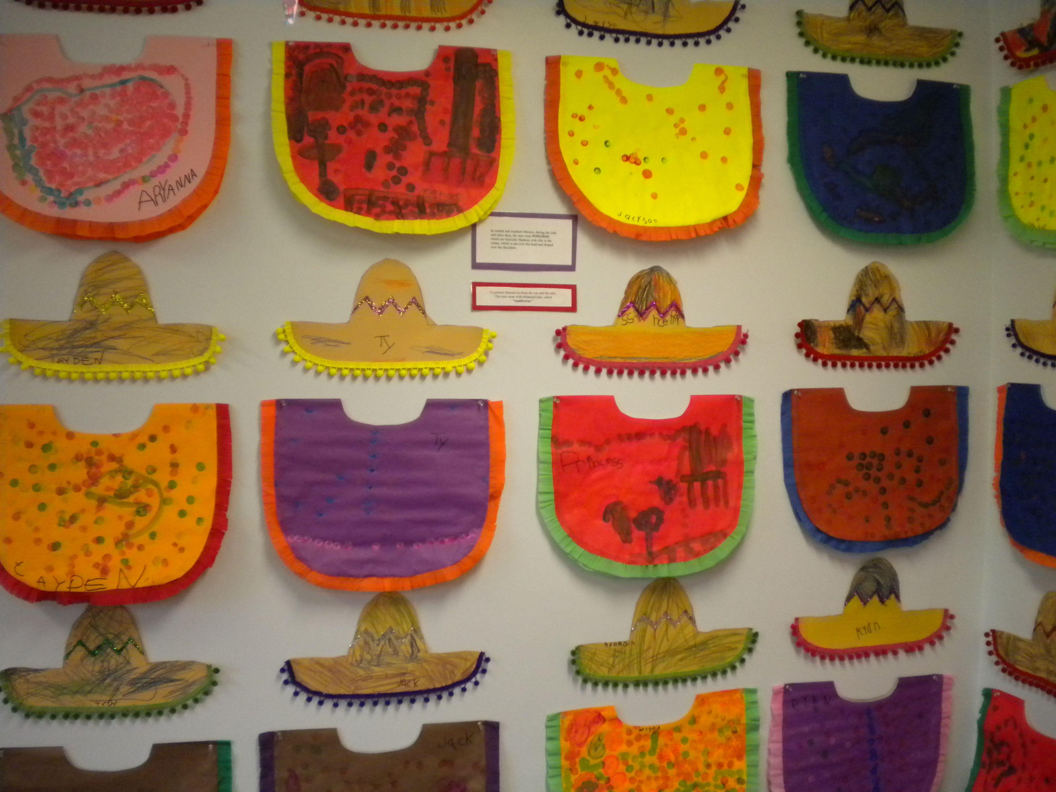 Ponchos and sombreros. Thema Mexico kleuters / Mexico