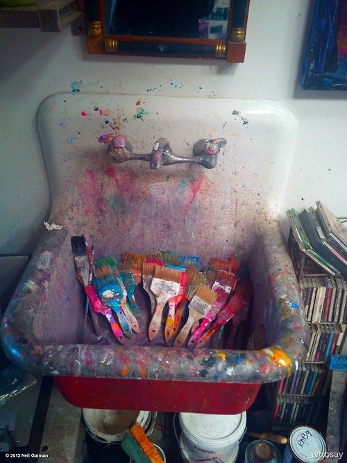 Art Studio Sink Totally Reminds Me Of Studio Classes In College And Makes Me Long For Those Easy Days Art Studios Painting Studio Space Art