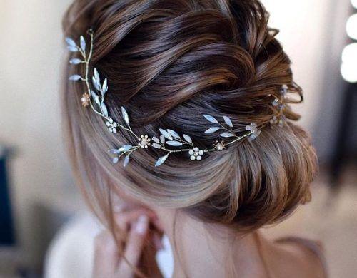 coiffure mariage cheveux milongs un chignon orné d'un