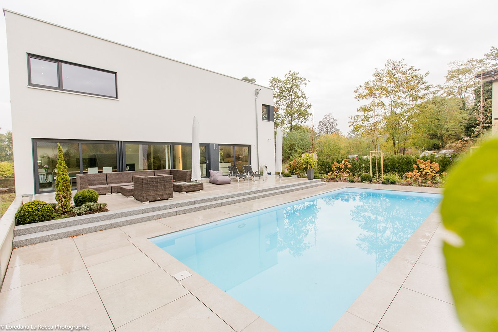 Haus LaStructura FischerHaus Fertighaus Außenpool #Haus #Garten #Pool  #Außenpool #modern #