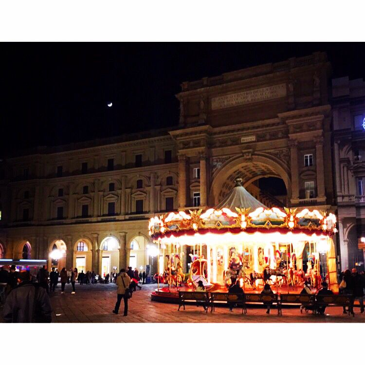 life is what you make of it. always has been, always will be. #carousel  #Florence #goodnight  Florence, Italy