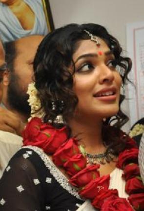 Rima Kallingal Marriage Rima Kallingal Marriage Photos3 Jpg Marriage Photos Celebs Style Inspiration