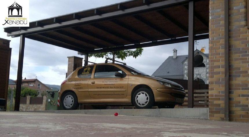 Cochera para un coche en hierro lacado y cubierta en madera outdoor pinterest cochera - Porches para coches ...