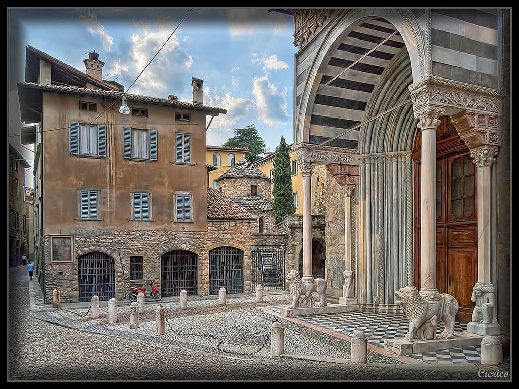 Bergamo, città alta Piazza Santa Maria Maggiore