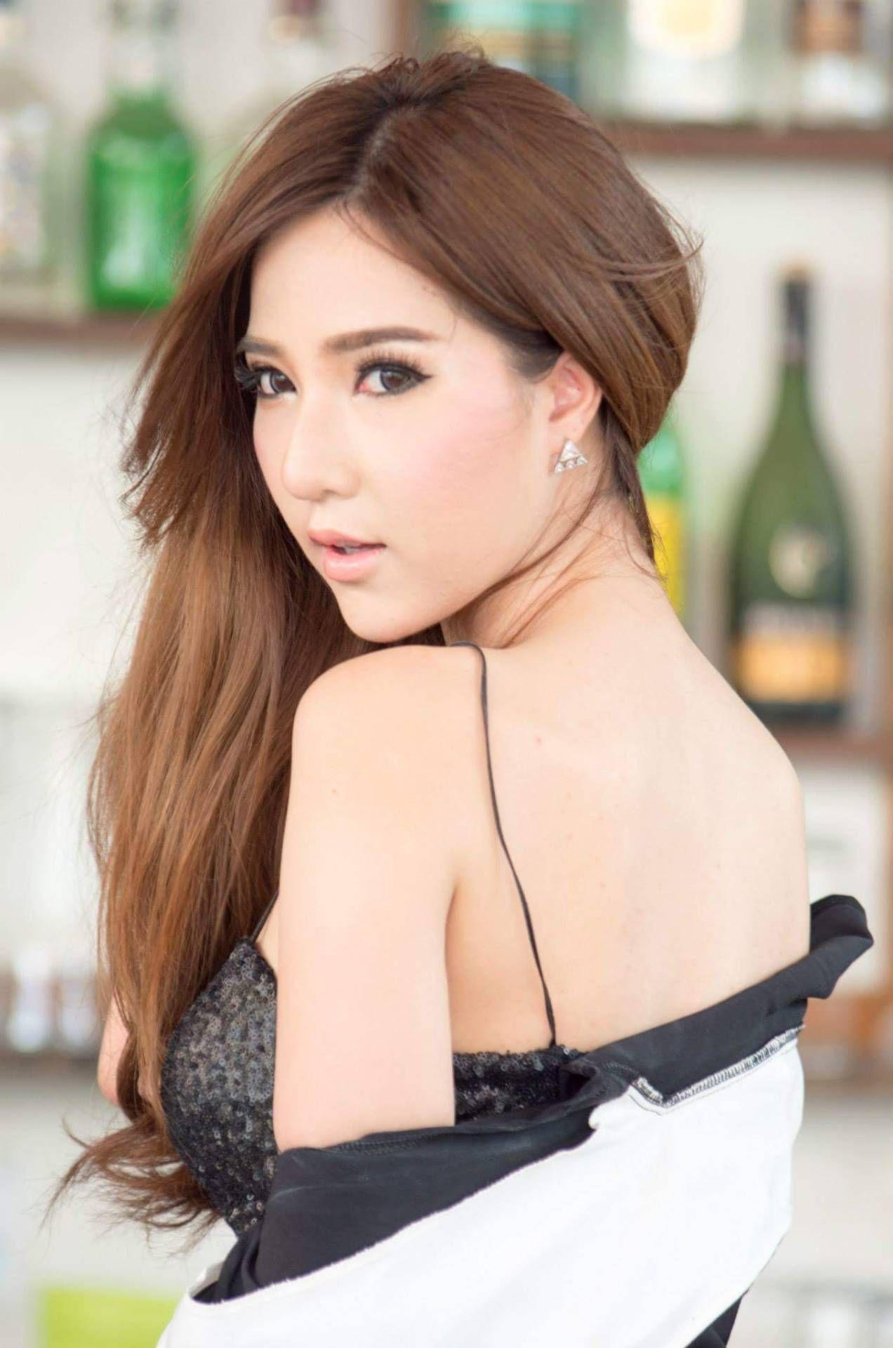 pretty thai girls