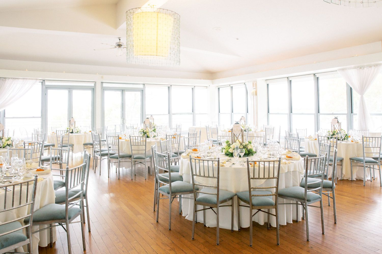 Battery Gardens Wedding Dane Carolyn Tom Schelling Photography In 2020 Garden Wedding Amazing Wedding Photos Garden Weddings Ceremony