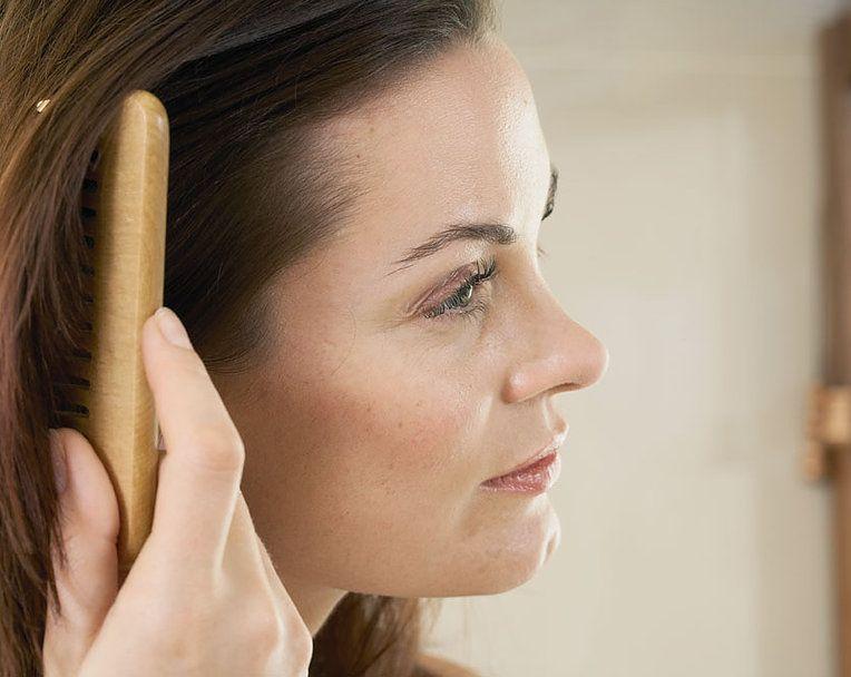 So Stoppt Basilikum Haarausfal Bei Frauen Haarausfall Haarausfall Frauen Haare