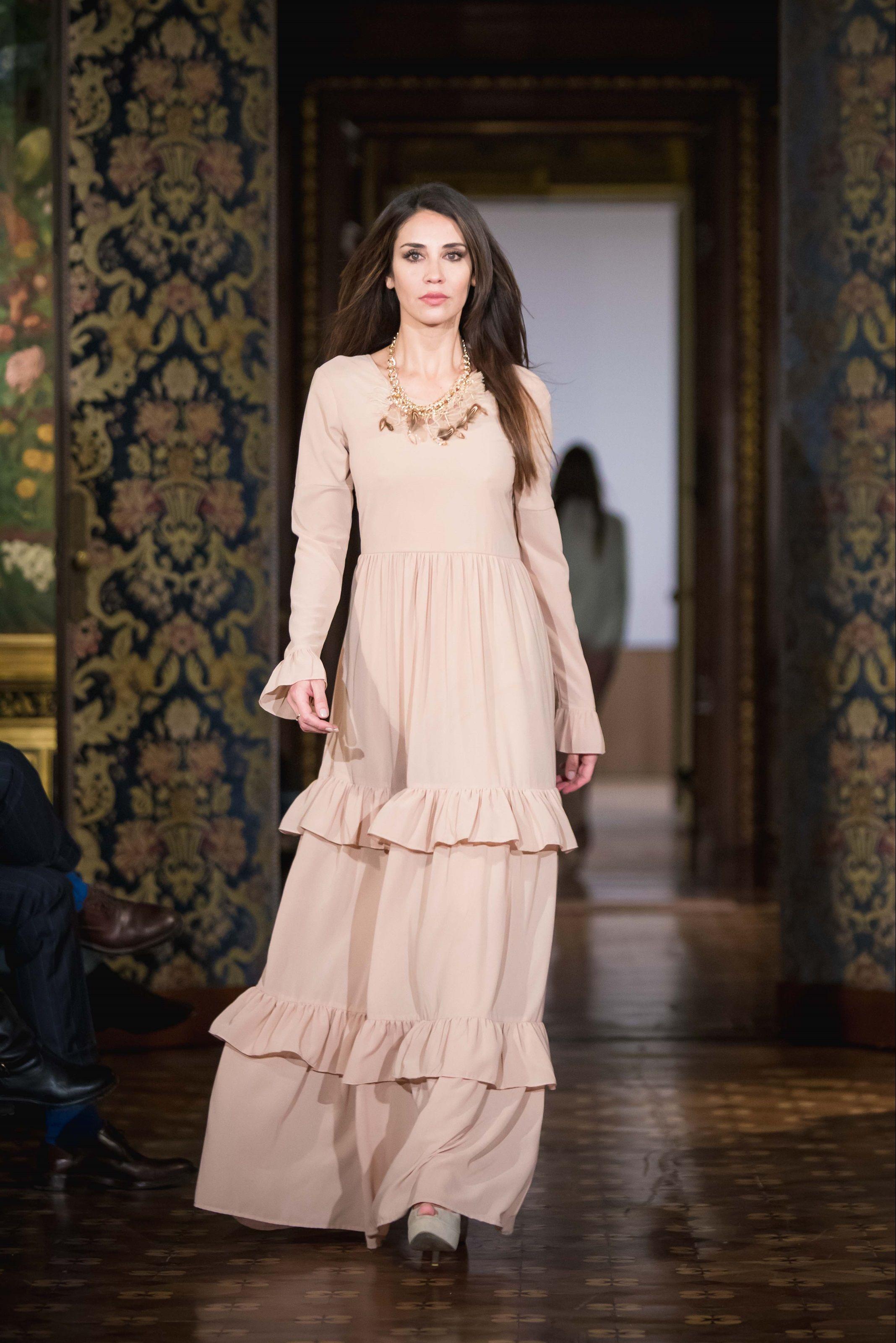 Guarda la sfilata di moda La Kore a Milano e scopri la collezione di abiti e c2a1e2a94f2