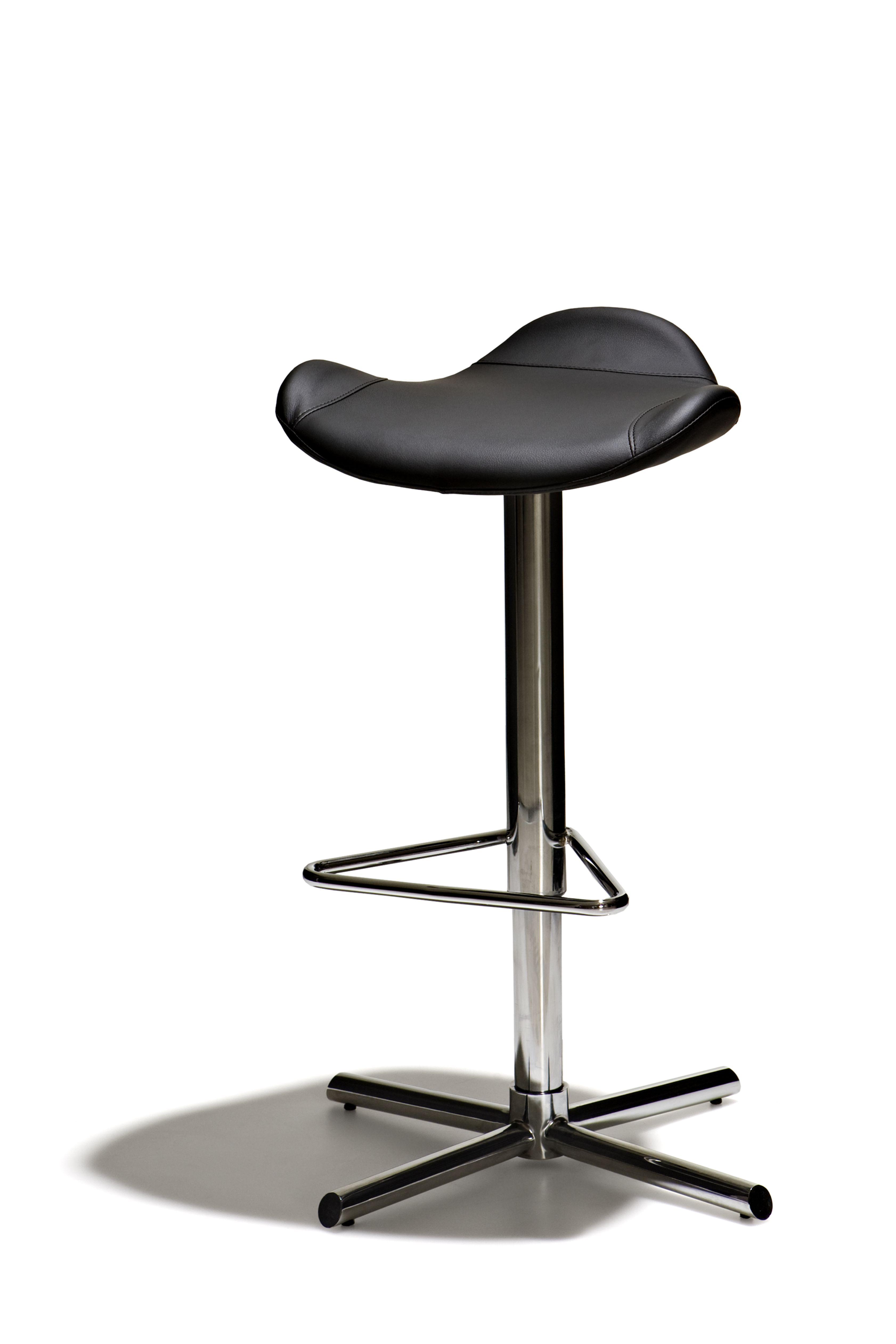Strålande Peek - Höj- och sänkbar barstol med mjuk stoppad sits i konstläder XP-81