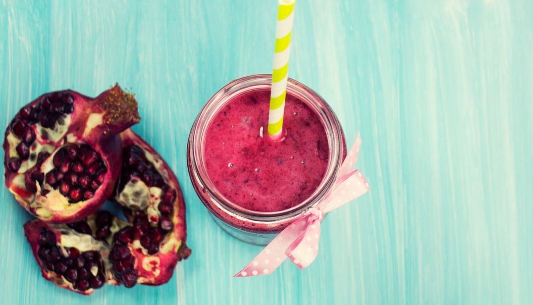 VIDEO Perfect For Summer Pomegranate Breakfast Smoothie