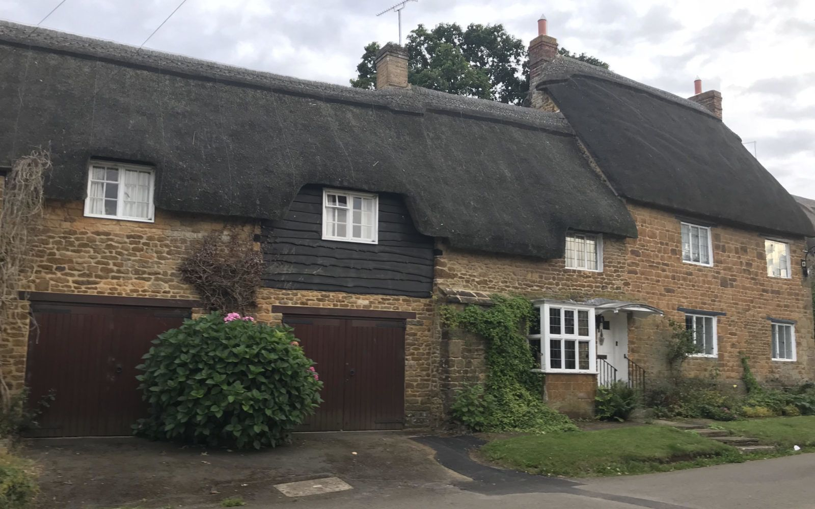 We Purchased A 16th Century Cottage I M No Sarah Beeny But I Love To Design This Journey Will Be Scary Difficult And A W New Homes 16th Century House Styles