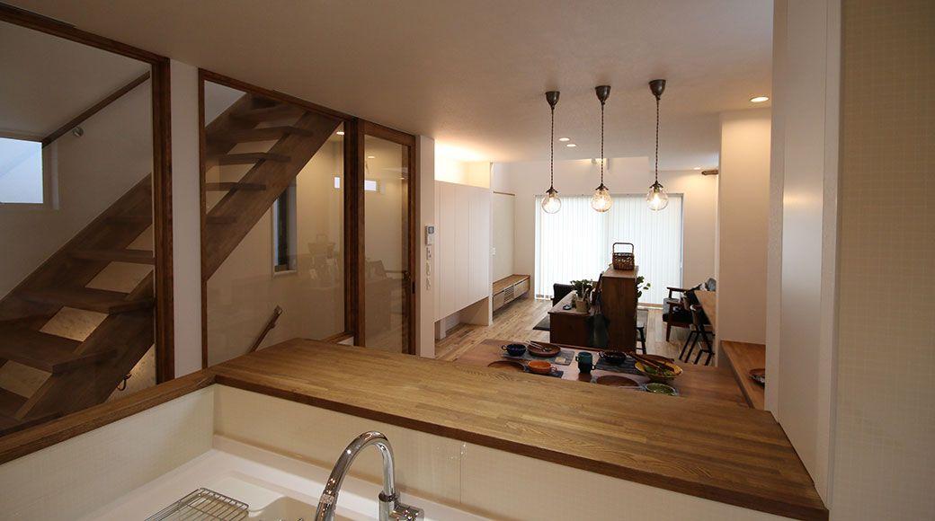 狭小間口に建つ木造3階建てビルトインガレージ狭小住宅 大きな