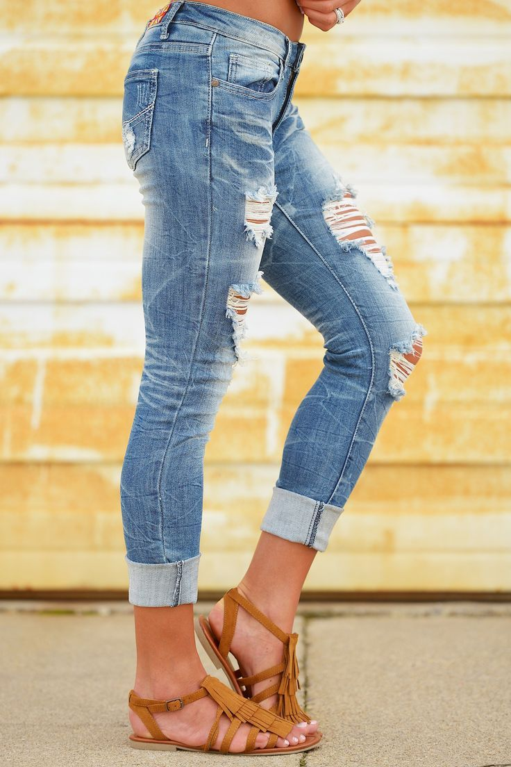 MACHINE Distressed Crop Skinny Jeans - Ashli Wash from Closet Candy  Boutique   Outfits in 2018   Pinterest   perfekte Jeans, Jeans and Kleidung 909d25c576