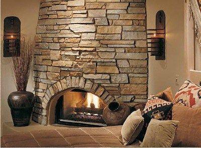 Hogar a le a decorado con revestimiento de piedra for Hogares a lena rusticos