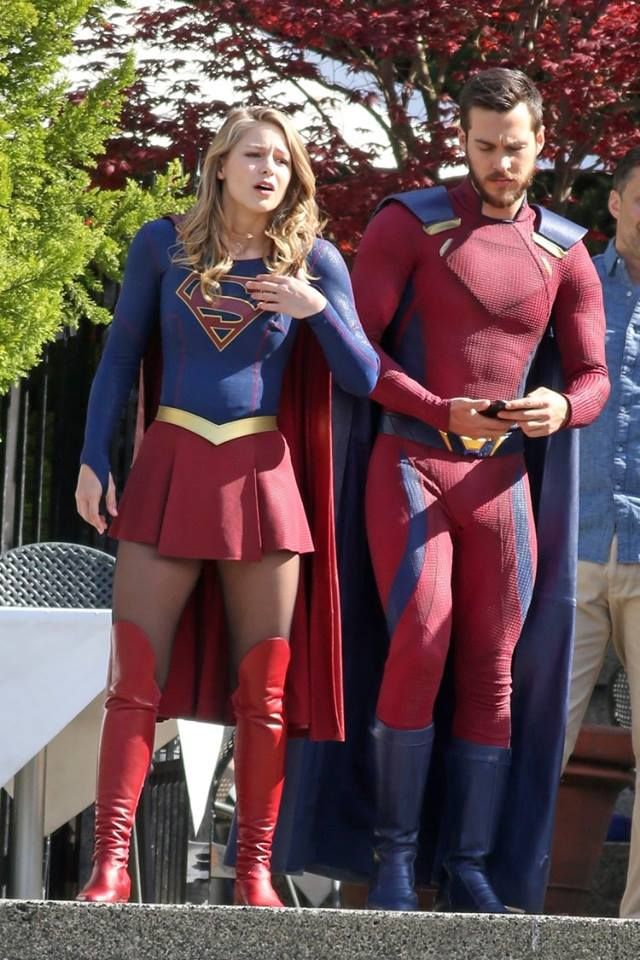 Supergirl Melissabenoist Chriswood Bts Supergirl Superman Supergirl Cosplay Supergirl Season