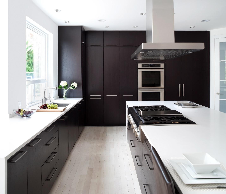 100 idee di cucine moderne con elementi in legno | Mobili su misura ...
