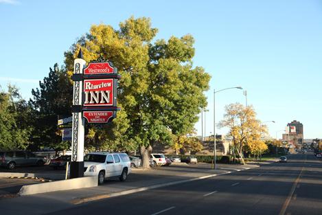 The Rimview Inn's 24hour shuttle service provides