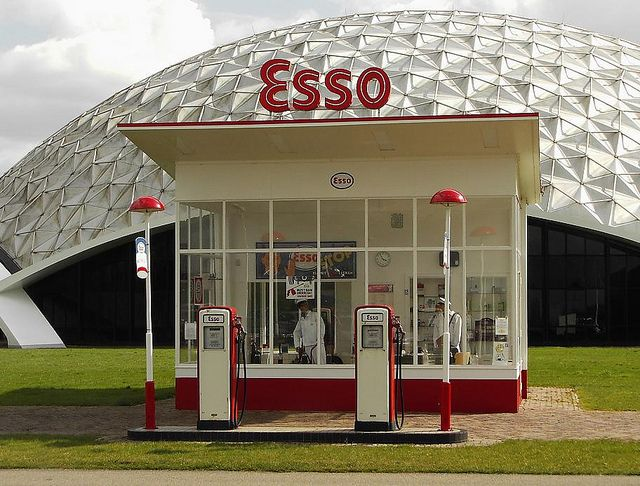 1954 esso gas station by dudok propagande affiches et ancien - Esso garage opening times ...