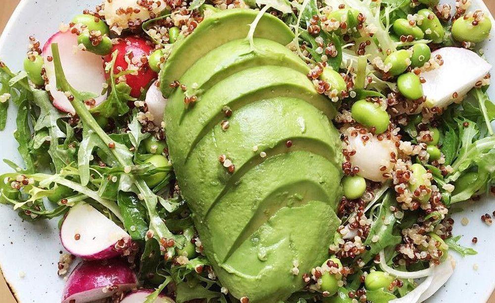 Avocado Ein Superfood Erobert Die Welt Das Passiert Mit Deinem Korper Wenn Du Jeden Tag Avocados Isst Avocado Health Benefits Superfood Health Smoothies