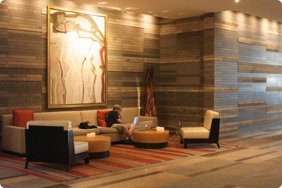 Contemporary hotel lobby four seasons seattle lobby for Foyer seating area ideas