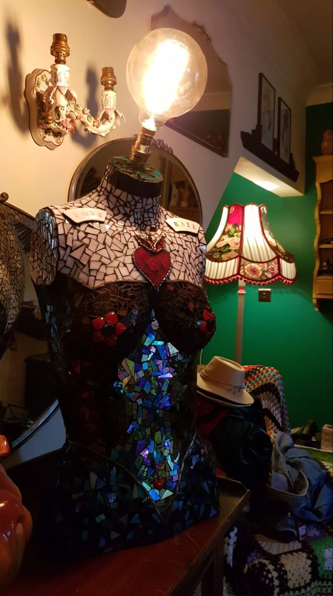 #mannequins #mannequinart #mannequinlamp #mosaic