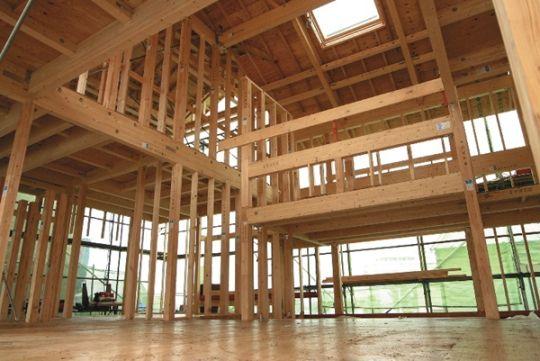 柱と土台に使う スーパー檜 と各階すべての柱隅に配置する スーパー
