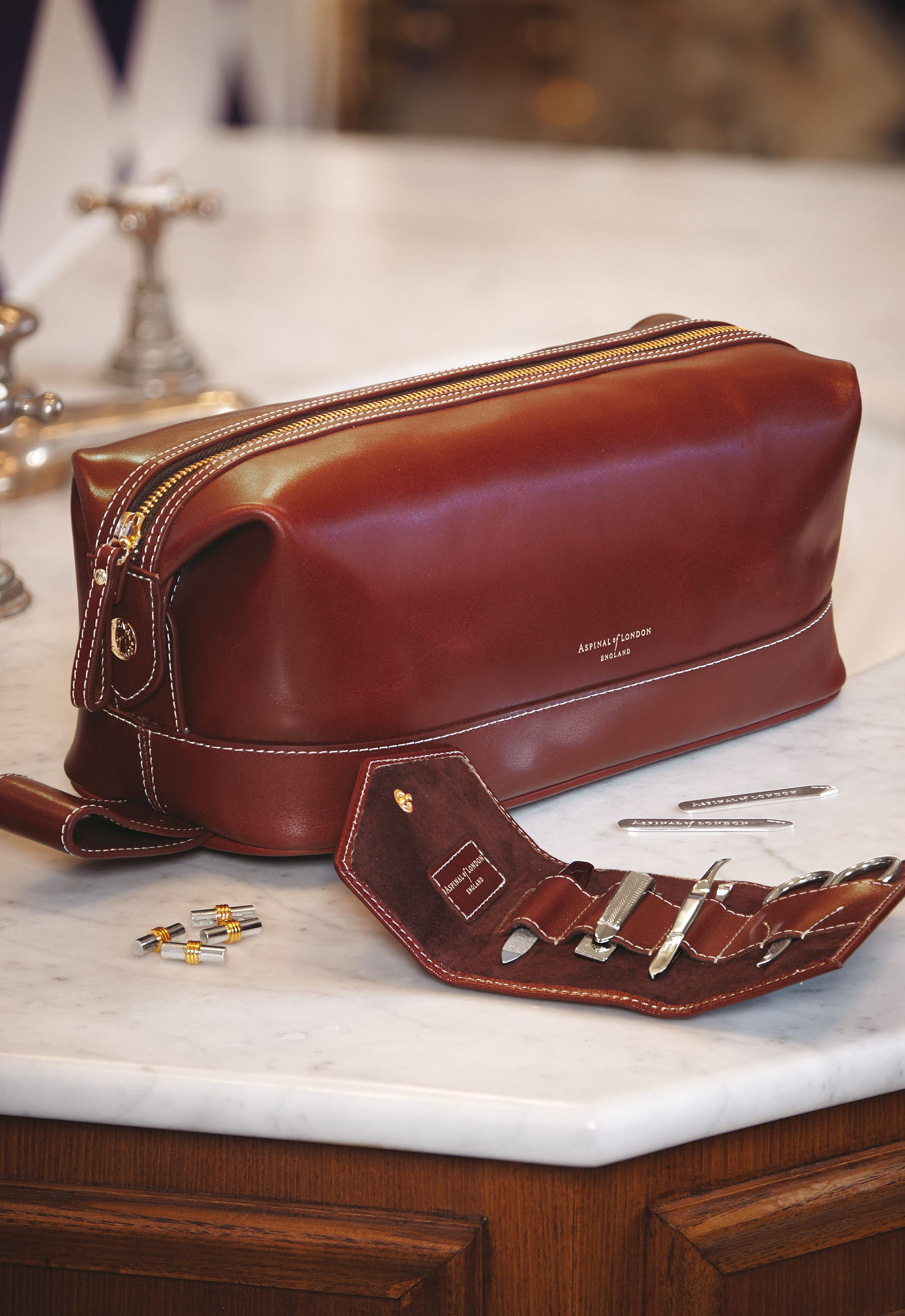 bee0a5077def The Aspinal range of Men s Toiletry and Wash Bags are undeniably masculine  and the must-have accessory for every gent whilst travelling.