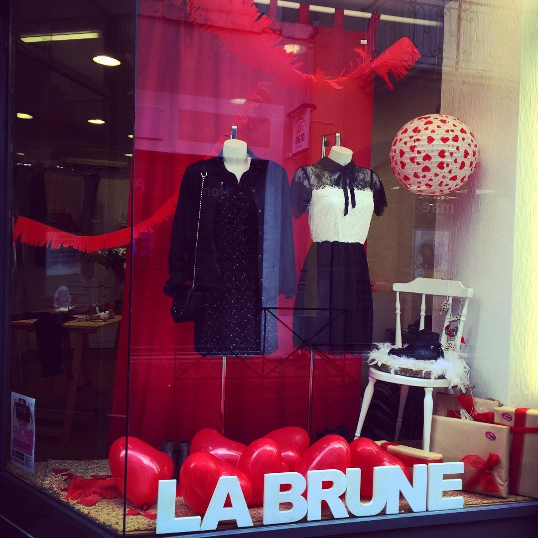 valentin ❤ - #labrune #brunette #windowdisplay #shopdisplay